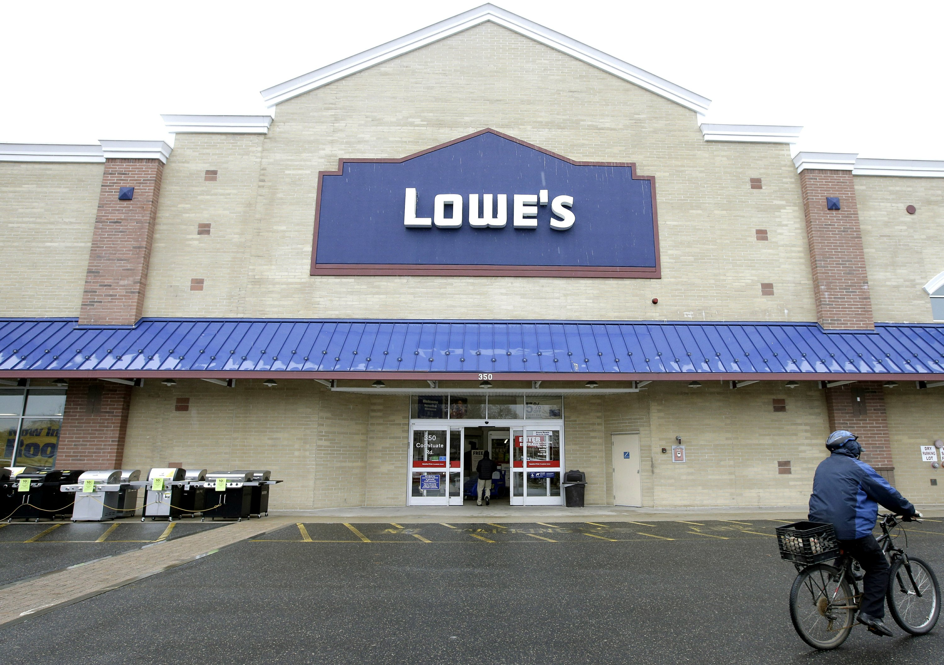 Lowe's cuts store jobs as it seeks to outsource workers