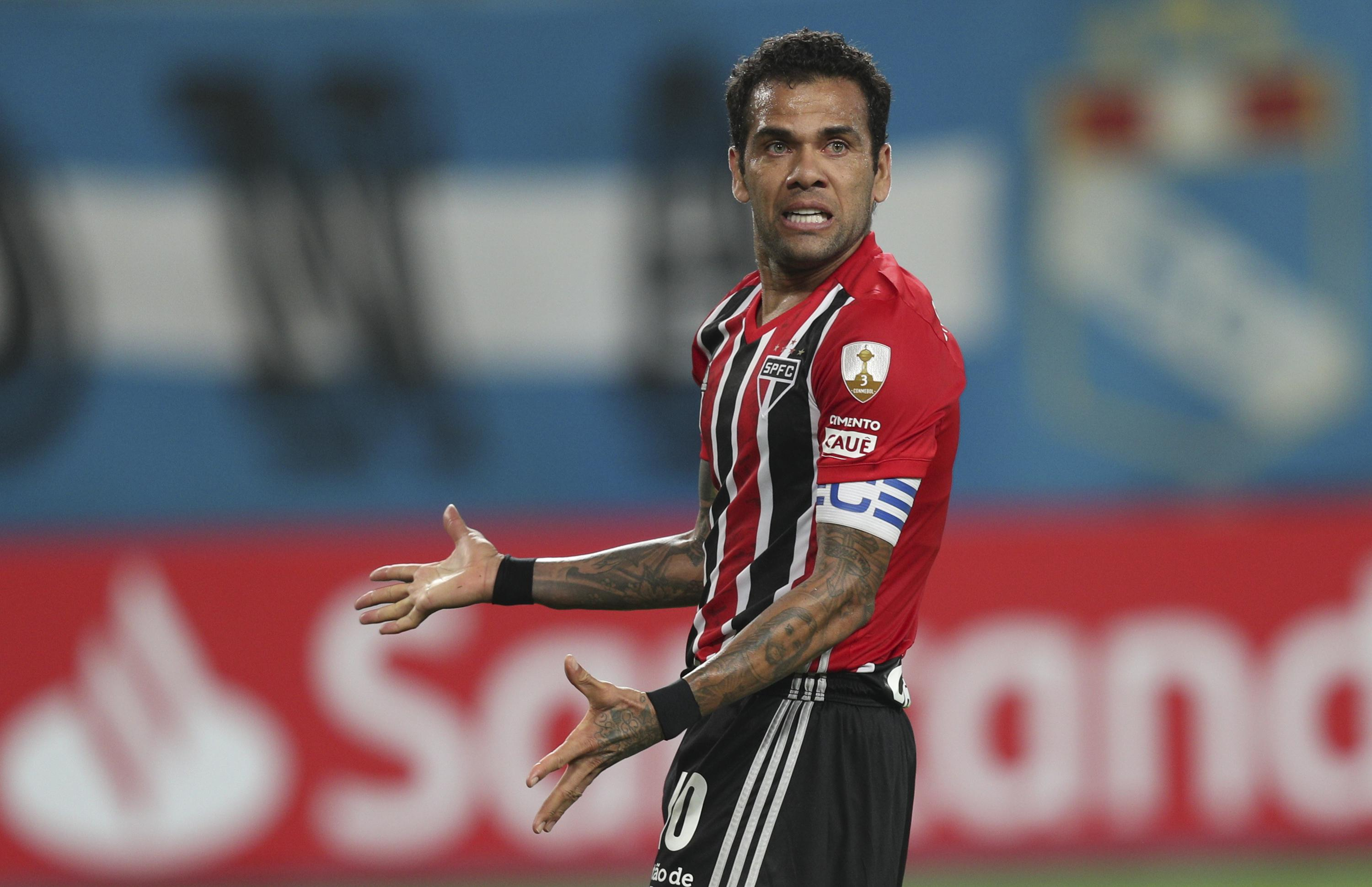 Alves and Silva back for Brazil in World Cup qualifying