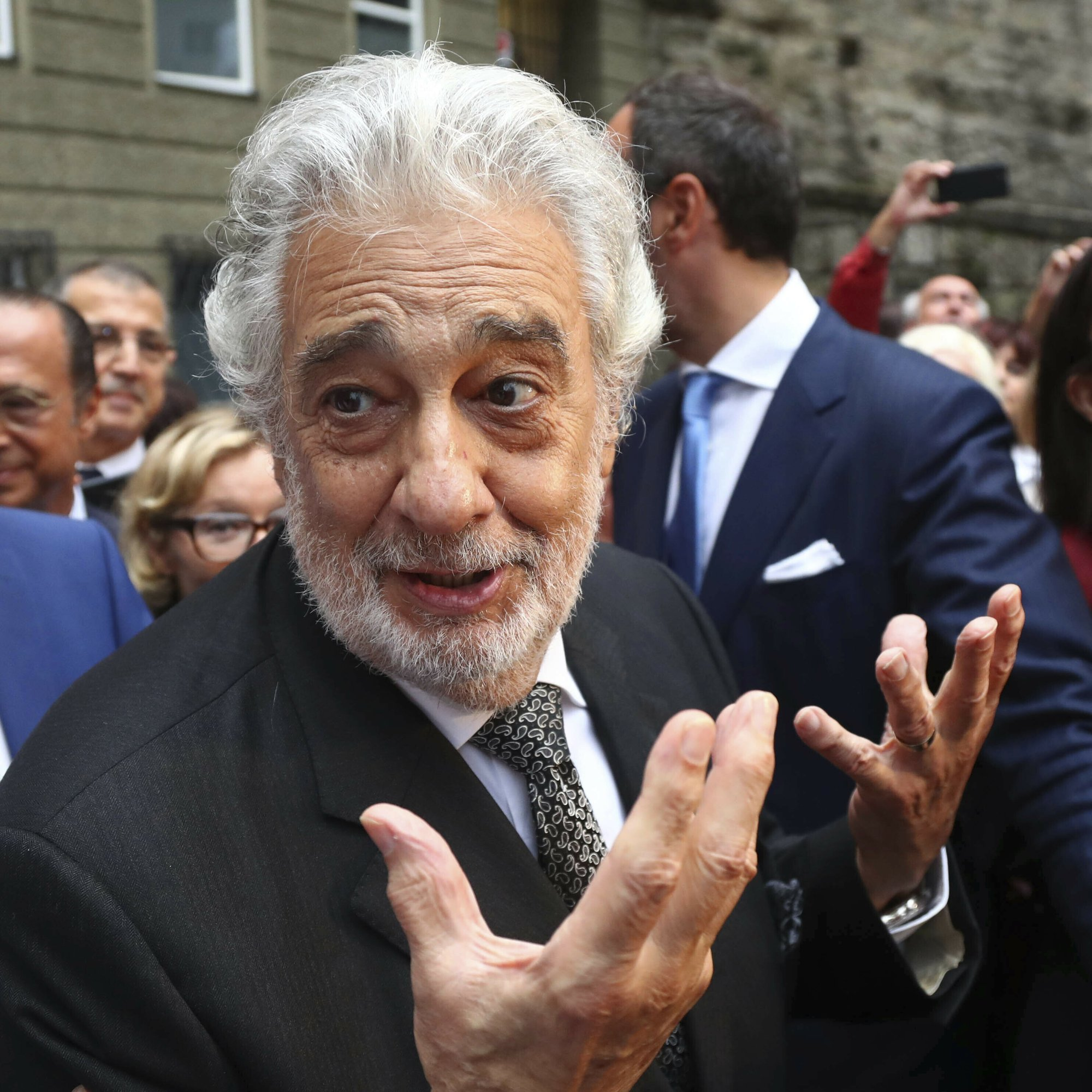 Plácido Domingo gets standing ovation at Salzburg