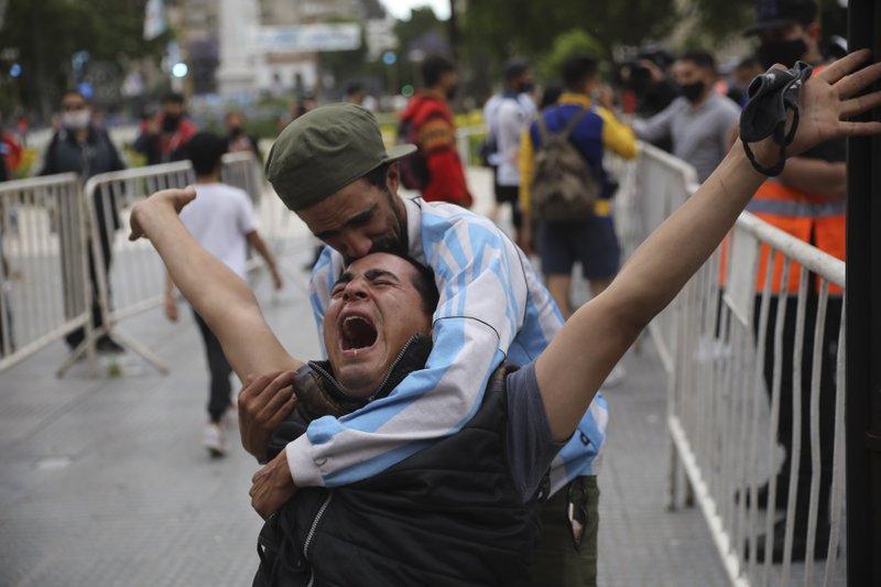 Argentines Bid A Raucous Farewell To Maradona Amid Clashes