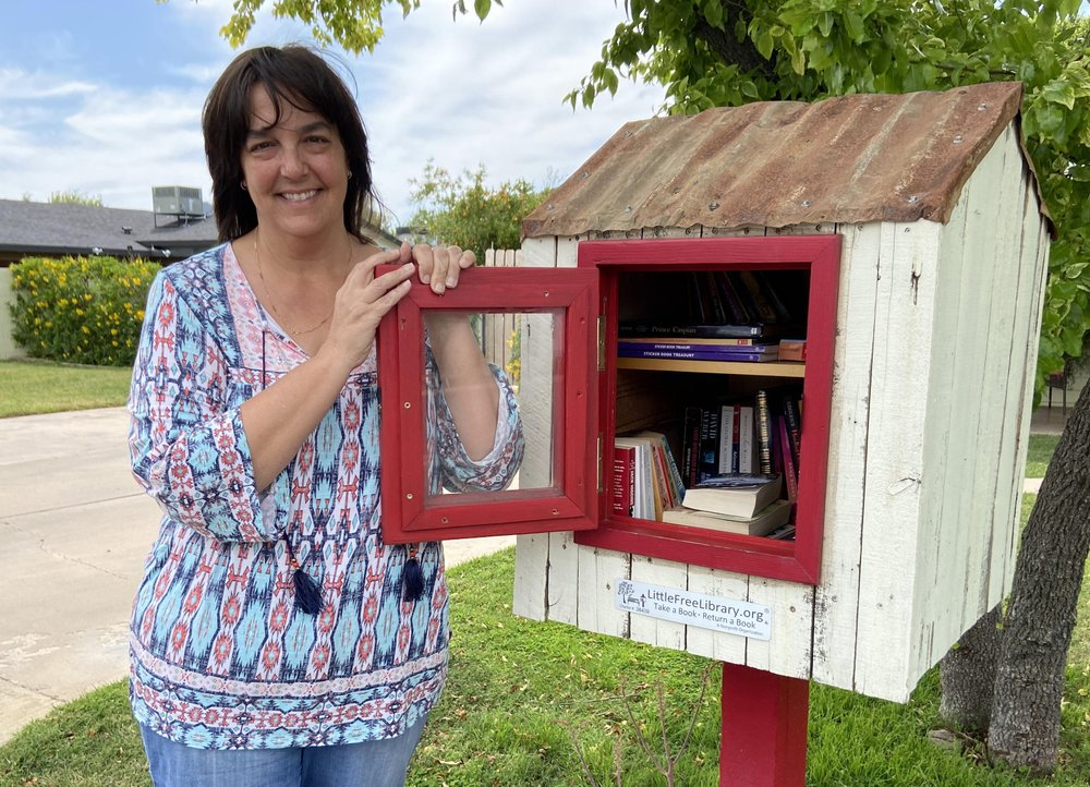 Christine Gale Reynolds begins her own mobile library to counter-attack the closing of  public libraries due to the coronavirus