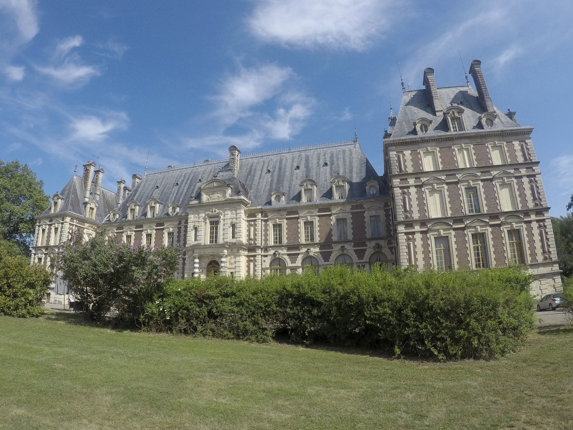 Taste of the Tour: The pitfalls of owning a French chateau