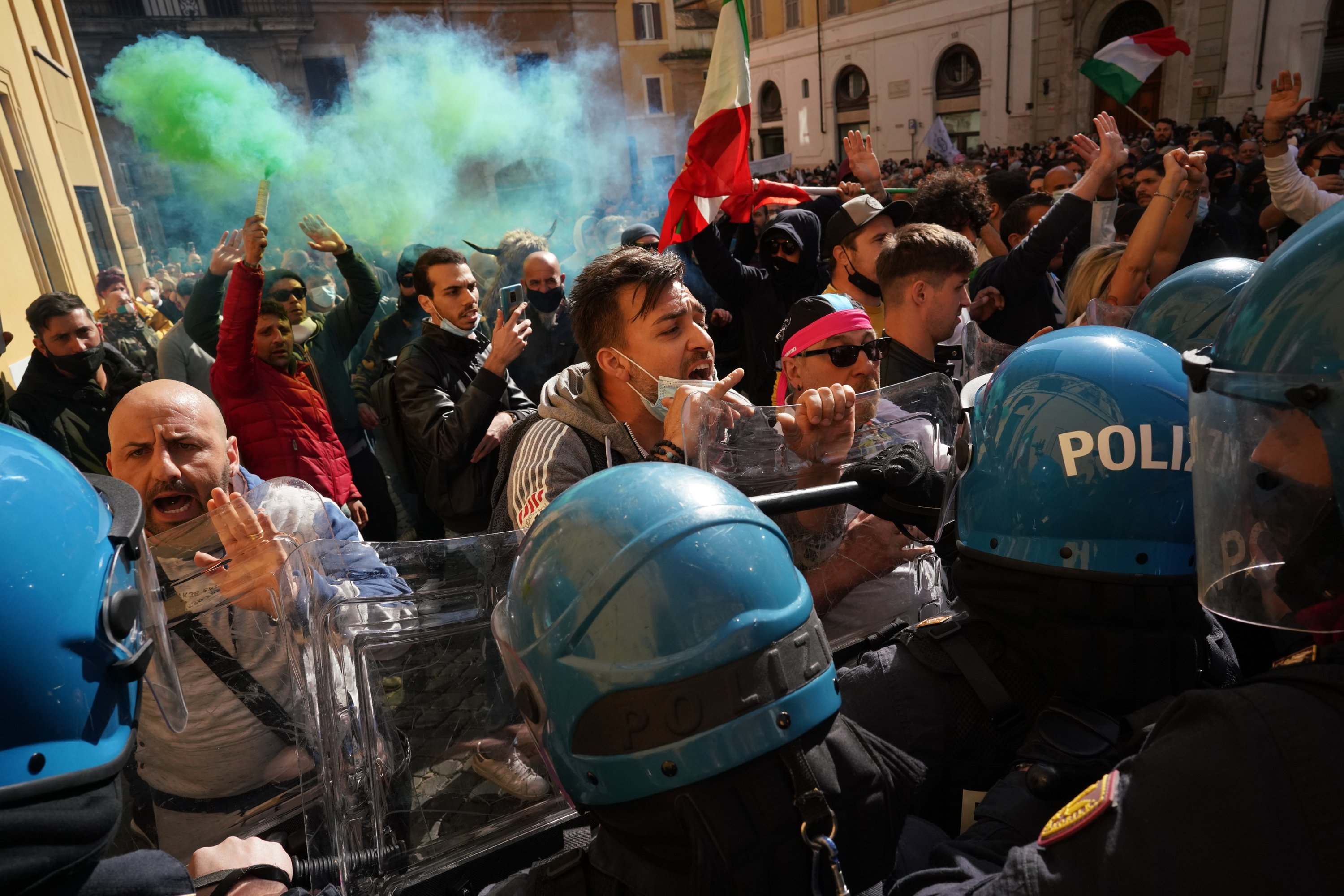 Restaurant owners clash with police in Rome lockdown protest