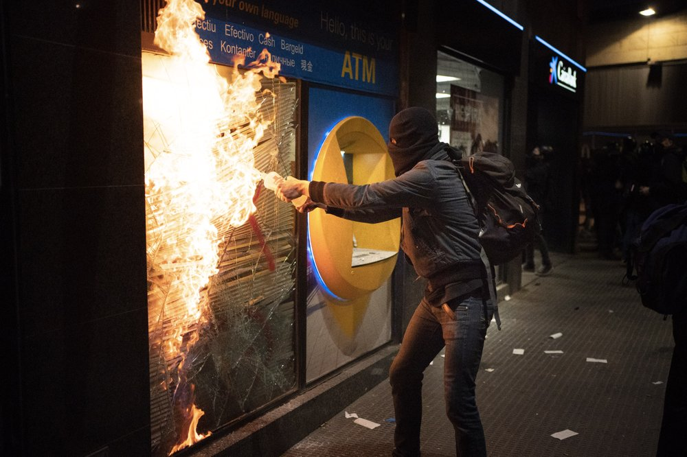 Protests turn violent again in Spain for jailed rapper