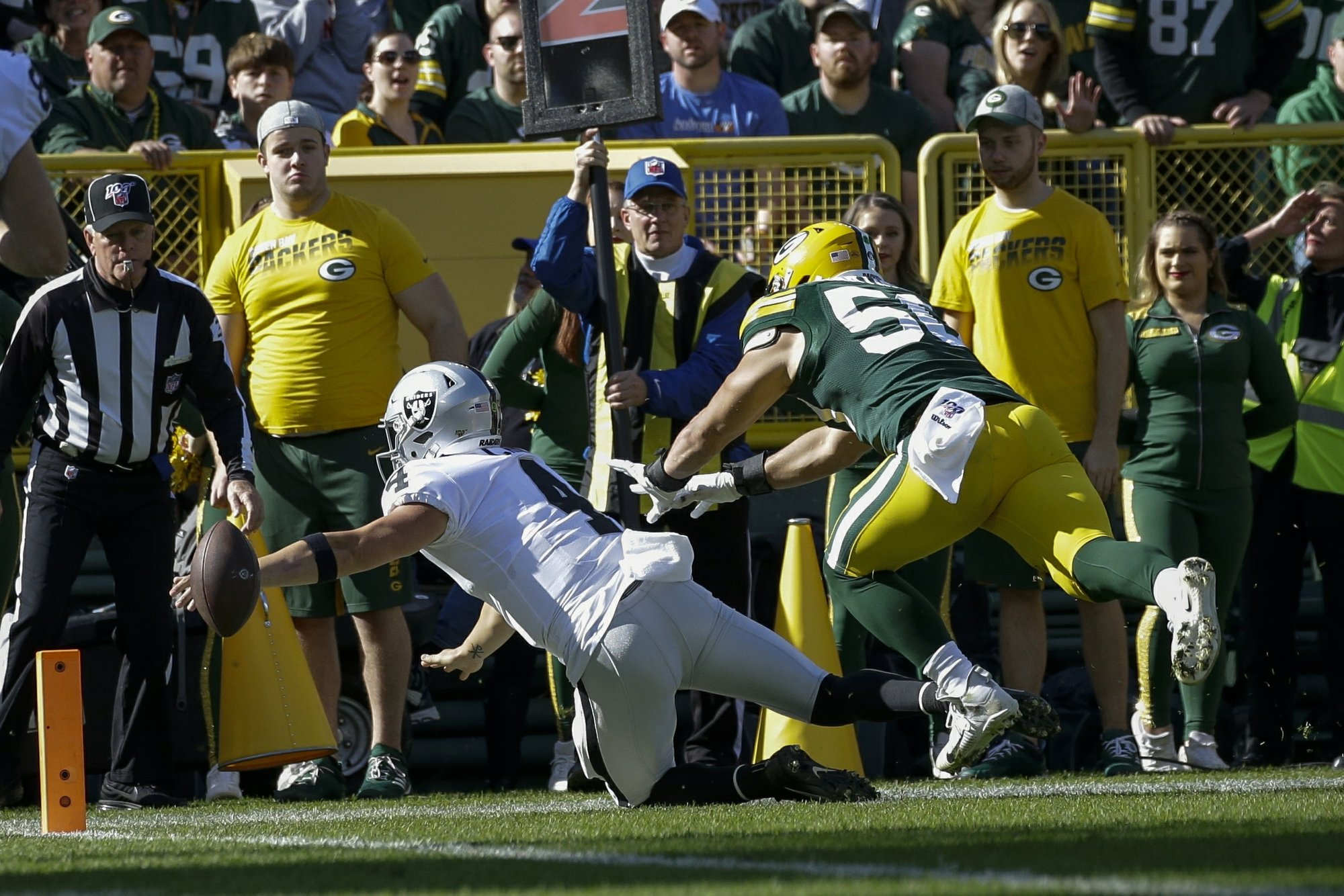 Derek Carr's fumble opens floodgates for Rodgers' 6-TD day