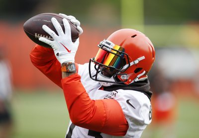 a181dc367 All eyes on OBJ as Beckham finally practices with Browns