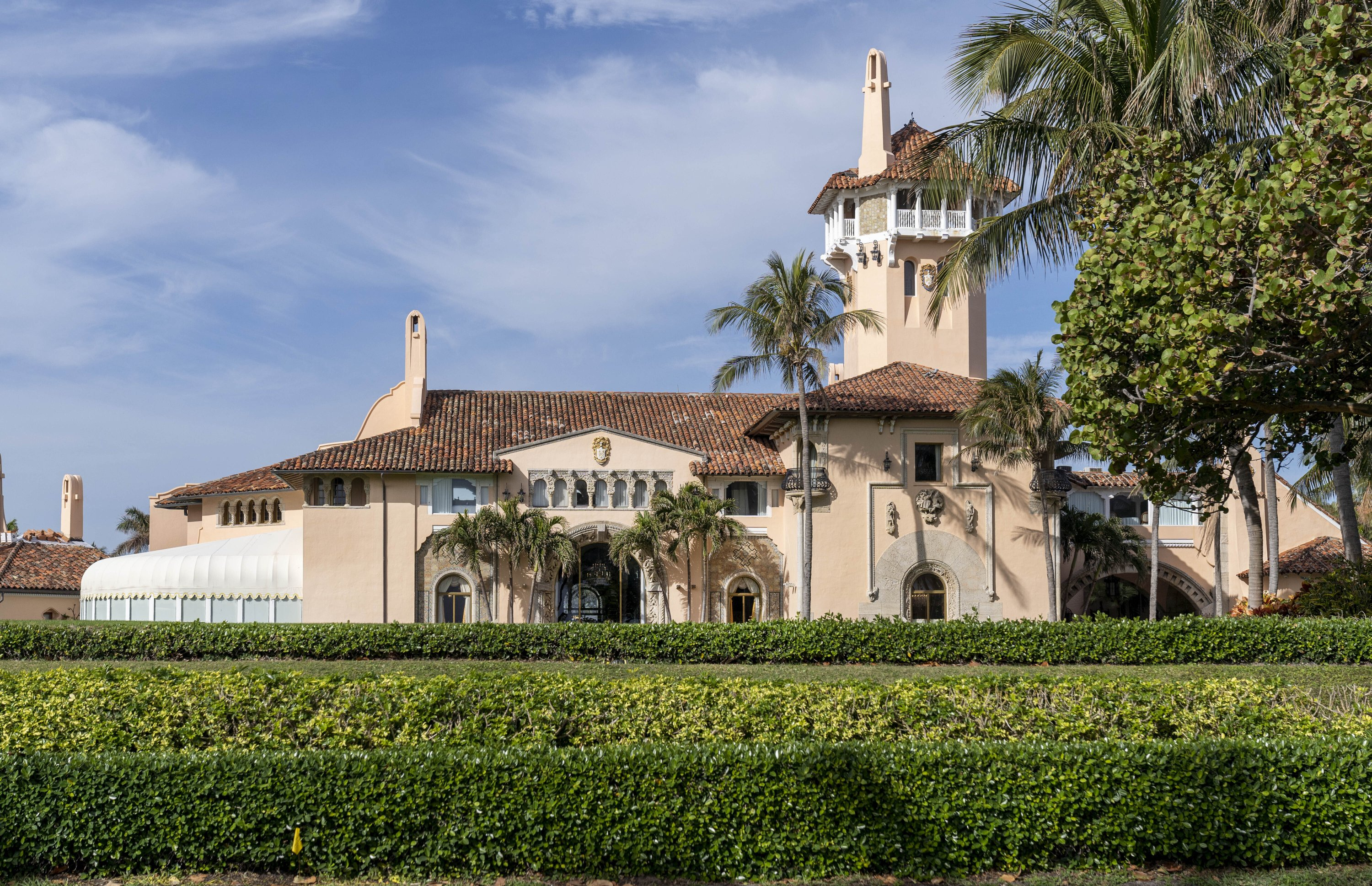 Trump's Mar-a-Lago partially closed due to COVID outbreak thumbnail