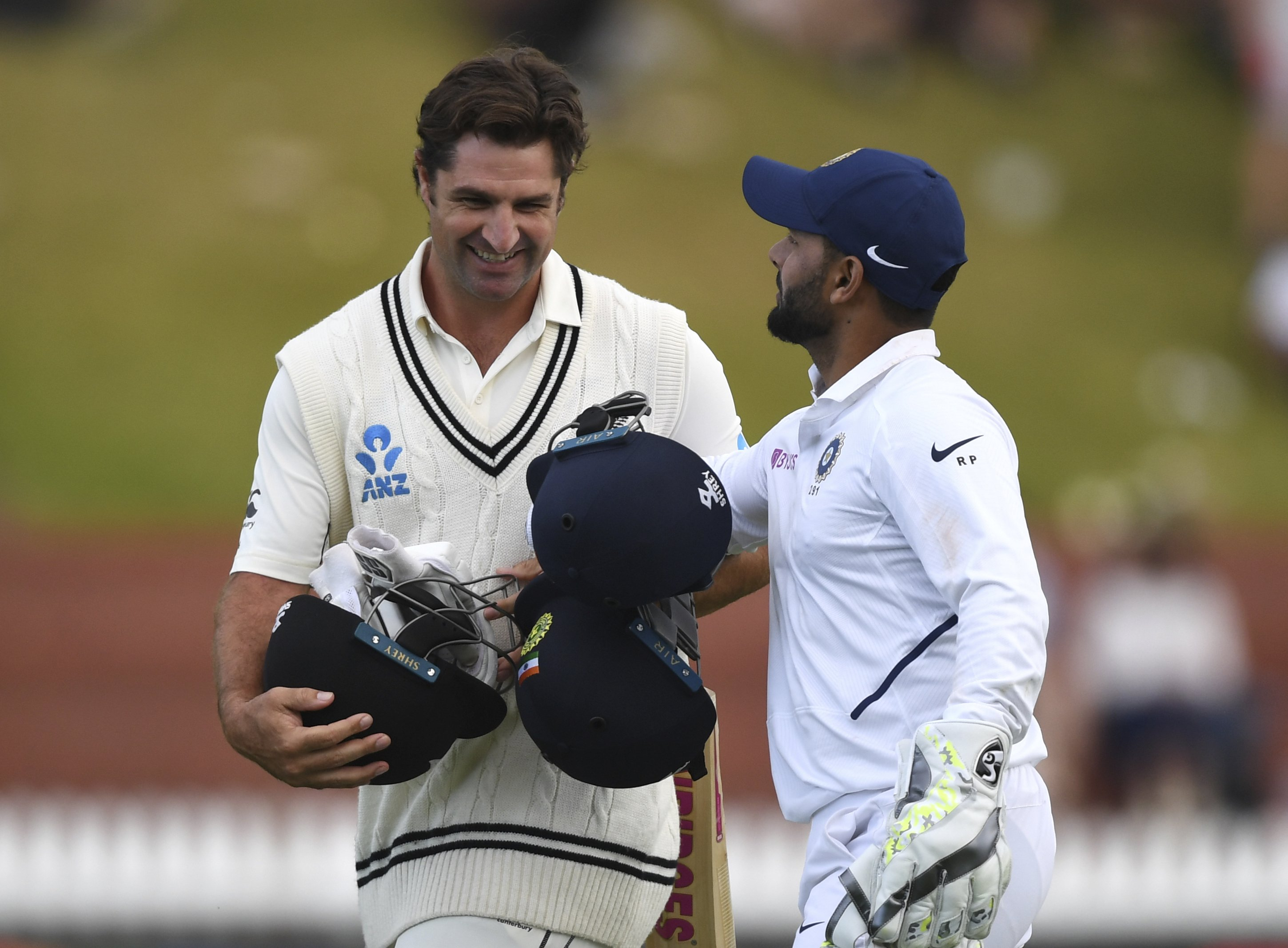 India 165 and New Zealand 216-5 at stumps on day 2, 1st test