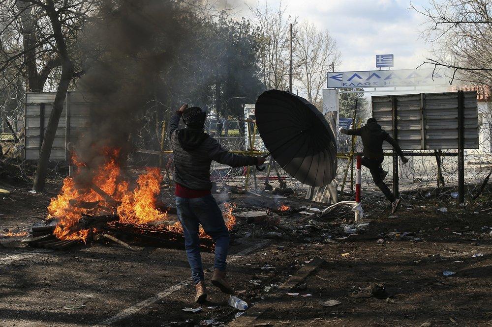 AP Photos: Migrants head to Turkish-Greek border