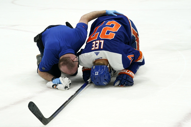 Islanders captain Anders Lee out for season with knee injury