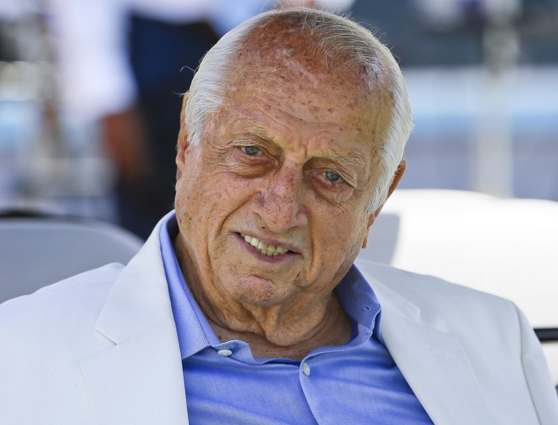 Tommy Lasorda, Hall of Fame Los Angeles Dodgers Manager, Dies at 93