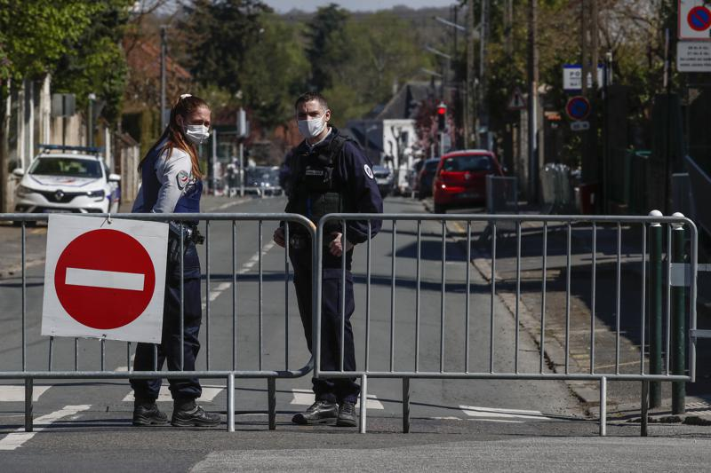 5 detained amid anti-terrorism investigation of stabbing of police at police station in Paris
