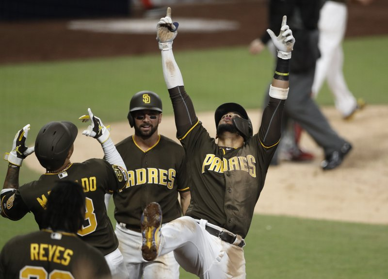 newest 4a7ca a7adb Hedges caps Padres' rally in 5-4 win vs Nationals