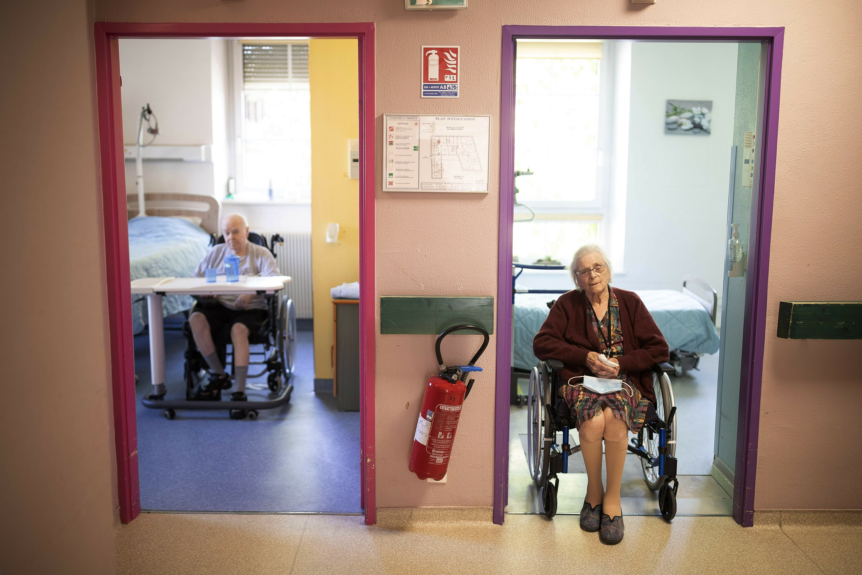 France springs care home residents for Christmas