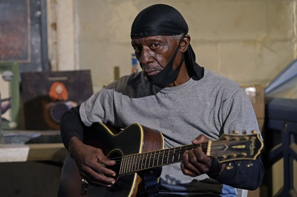 "Jimmy ""Duck"" Holmes the last Bentonia bluesman, carrier of a dying musical and oral storytelling tradition, keeps aging music alive"