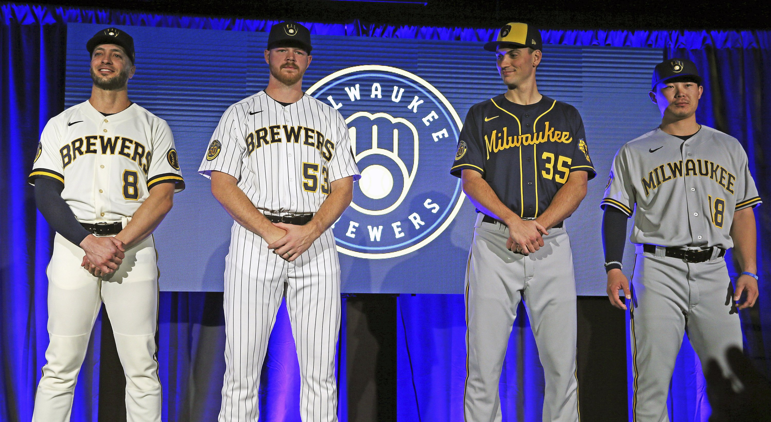 Brewers Home Opener 2020.Milwaukee Brewers Bringing Back Ball In Glove Logo In 2020