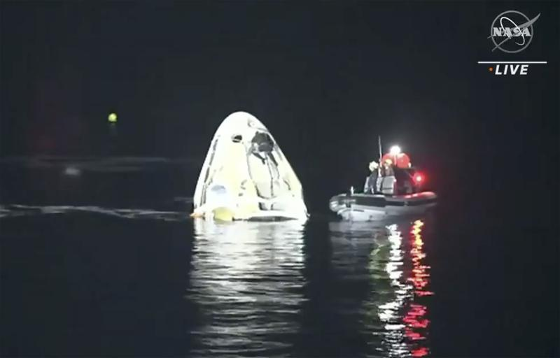 SpaceX safely returns 4 astronauts to earth in rare night splashdown