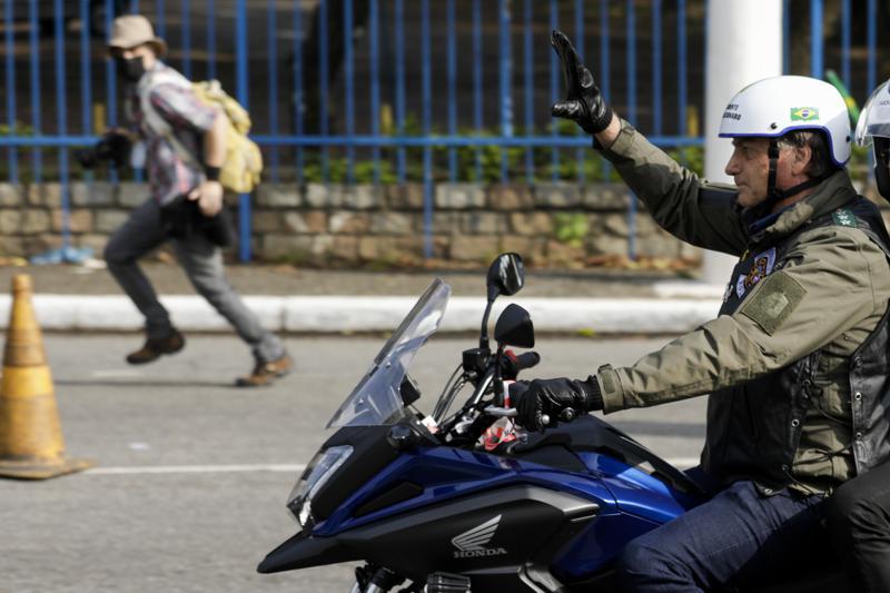 Multan a Bolsonaro en Sao Paulo por no usar mascarillas