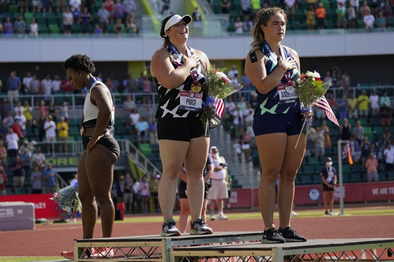 Hammer thrower Gwen Berry turns away from flag while anthem plays at trials: 'I feel like it was a setup'