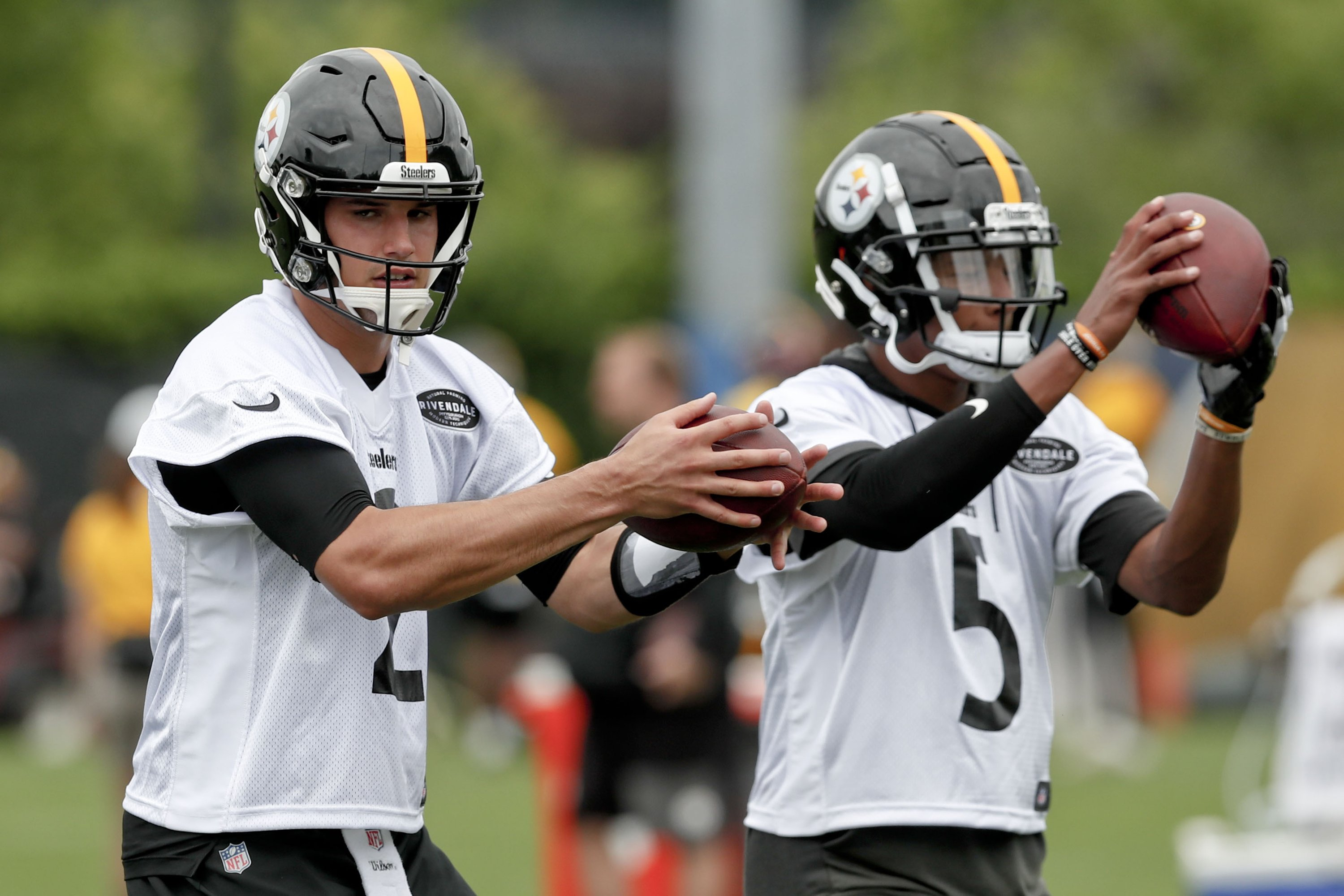 official photos 55583 f44ea Backup Plan? Job behind Steelers QB Roethlisberger wide open