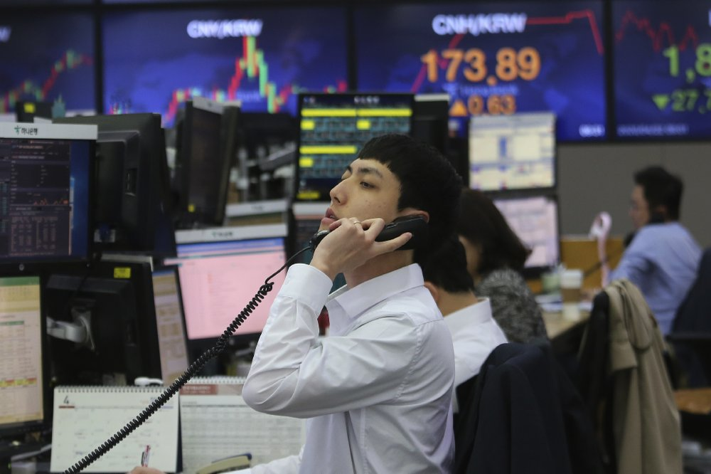 Stocks see slight increase; oil market gains some ground