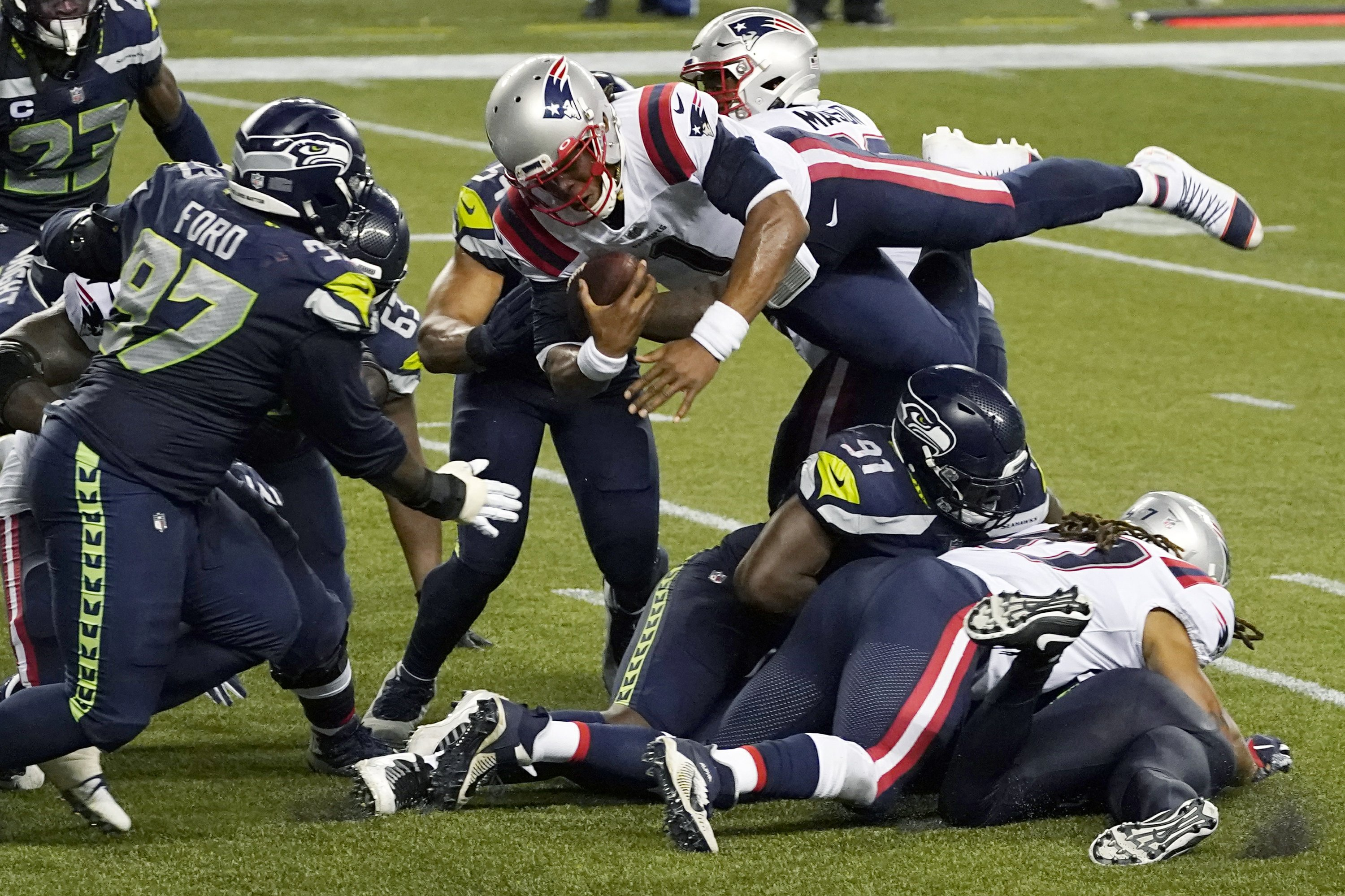 Seahawks stuff Newton on final play, beat Patriots 35-30