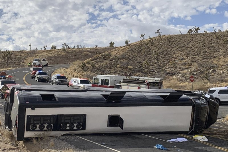1 dead, 2 critical after tour bus heading to Grand Canyon rolls over