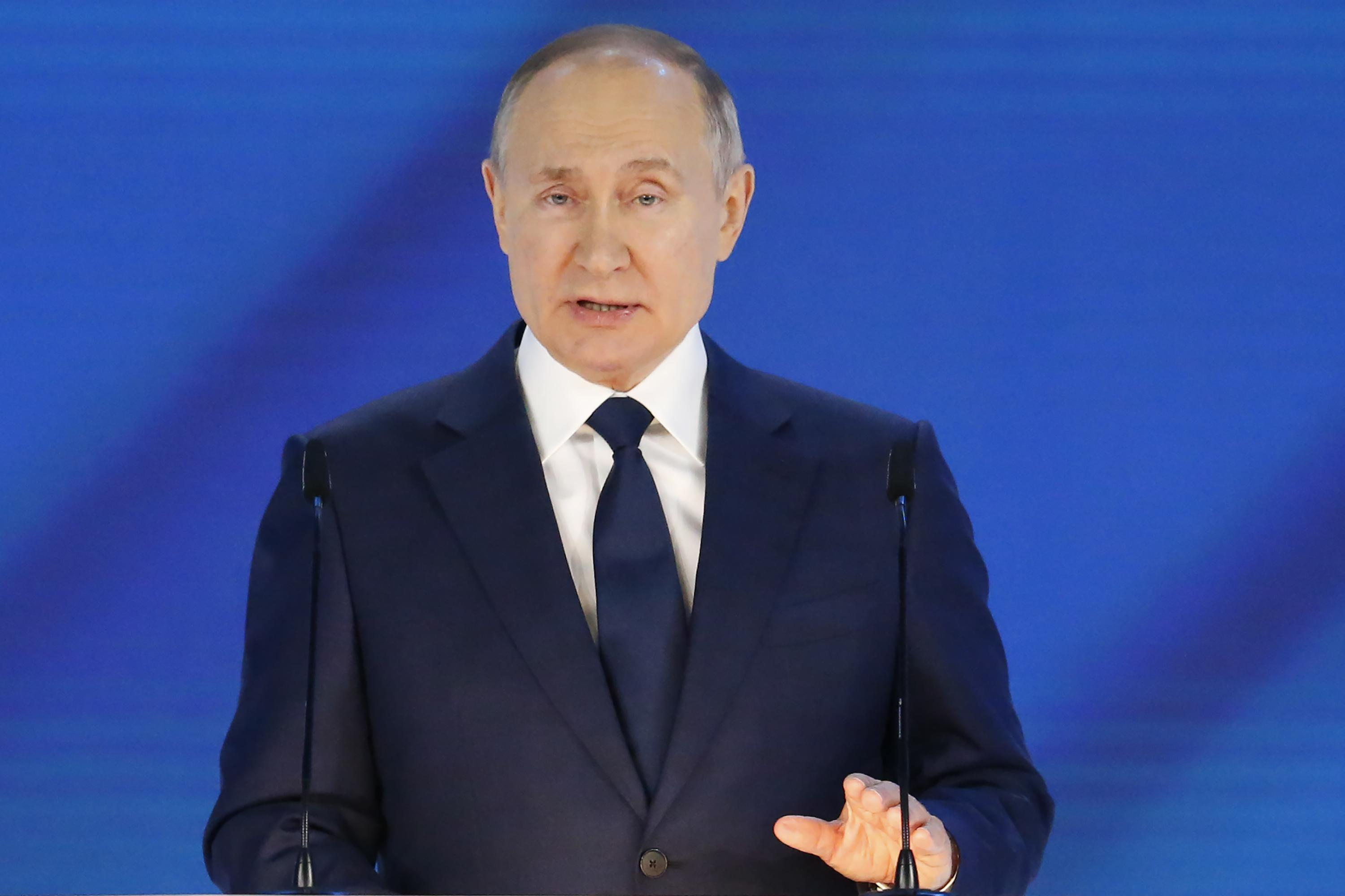 Putin, in annual address, lauds Russia's vaccine work