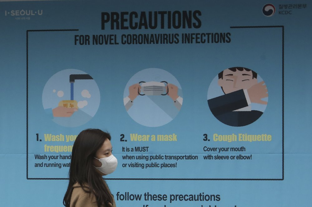 South Korea to keep out visitors who have a fever; teenager dies from the coronavirus