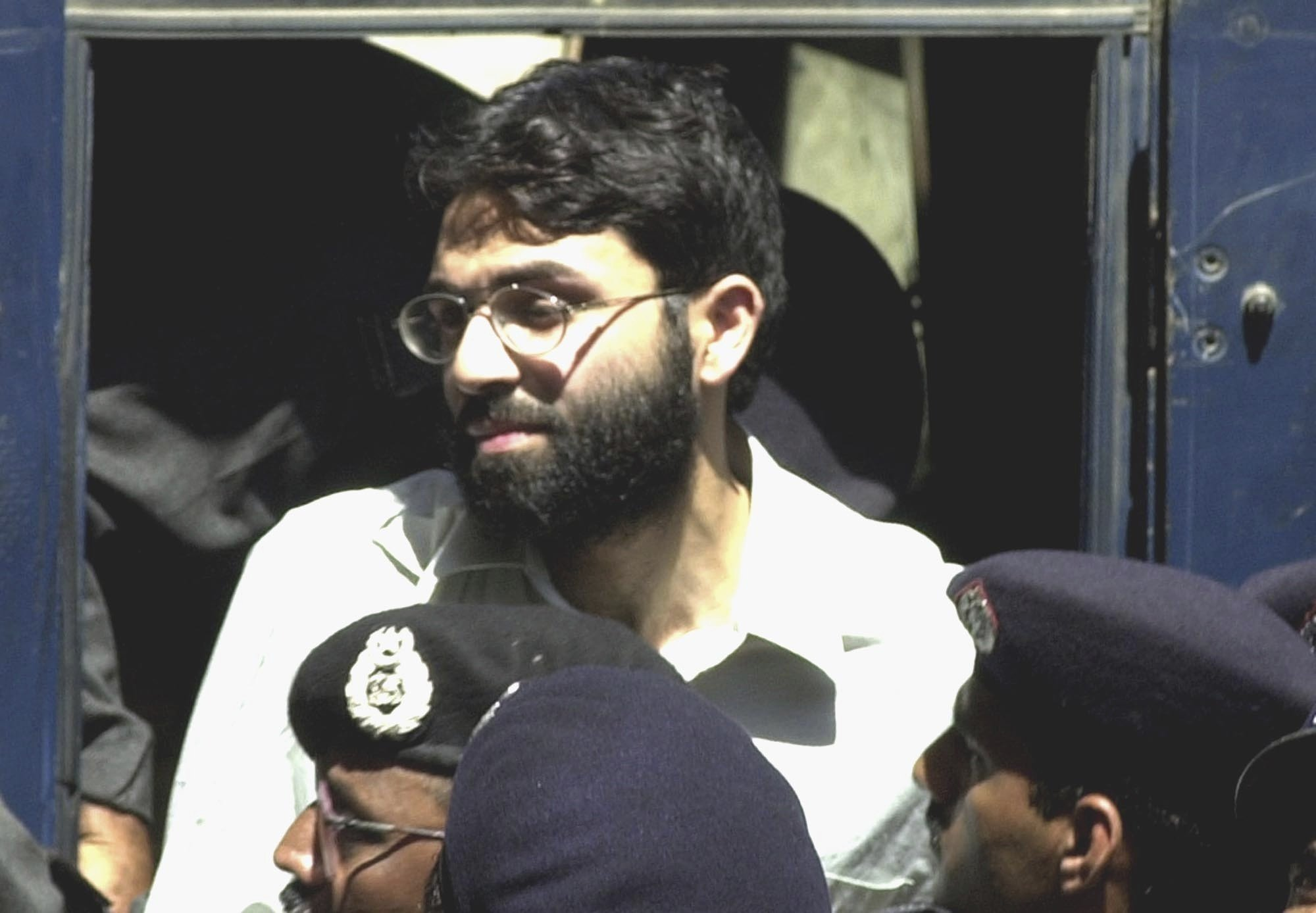 4 linked to reporter's murder to stay in prison in Pakistan