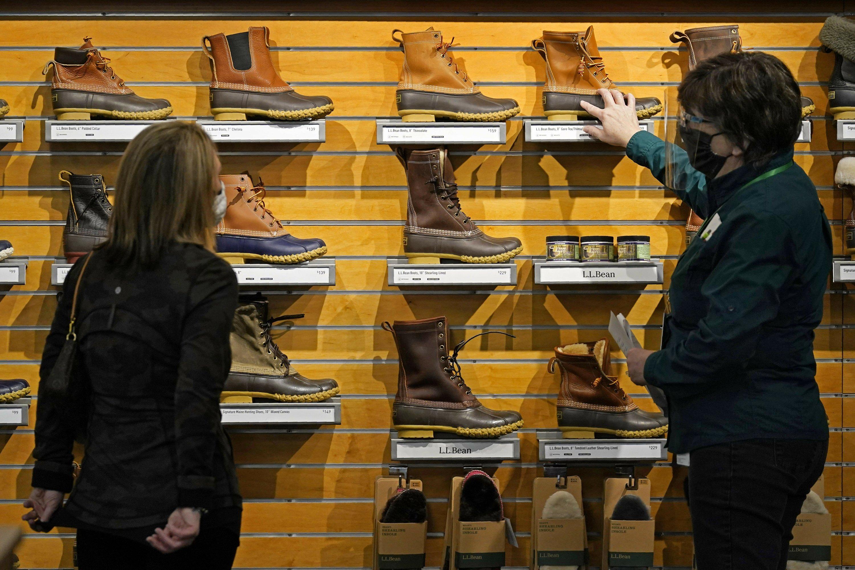 $1,400 stimulus checks helped March retail sales soar 9.8%  image