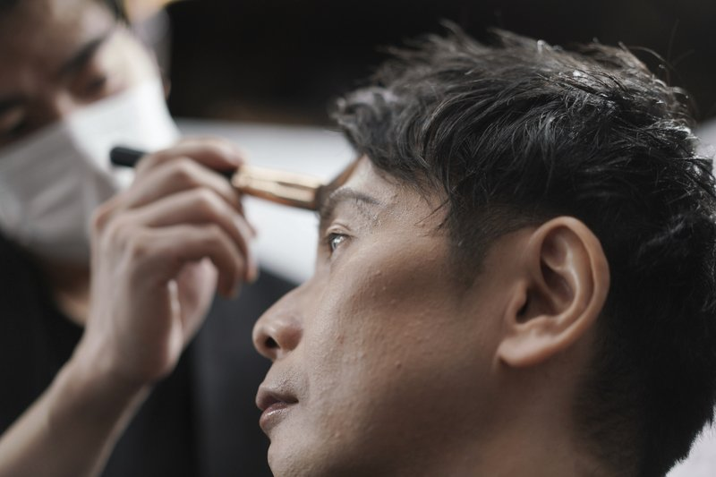 Japanese businessmen move in on makeup industry amid pandemic