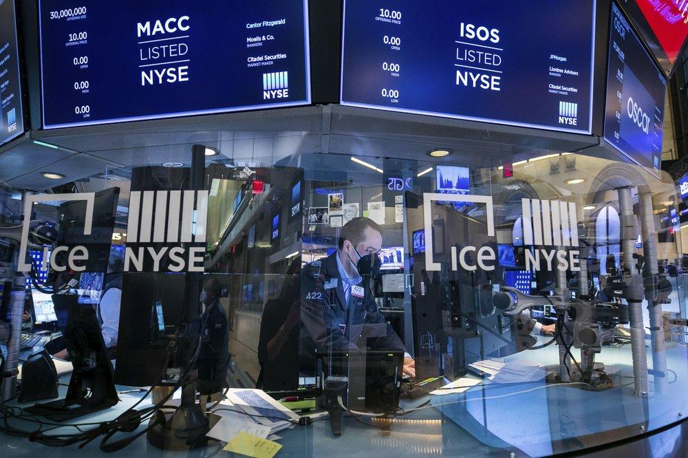 Technology stocks closed lower as bond yields resume climb