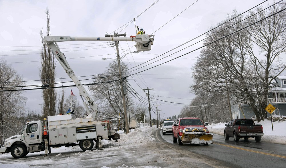 Nor'easter leaves tens of thousands without electricity in Maine