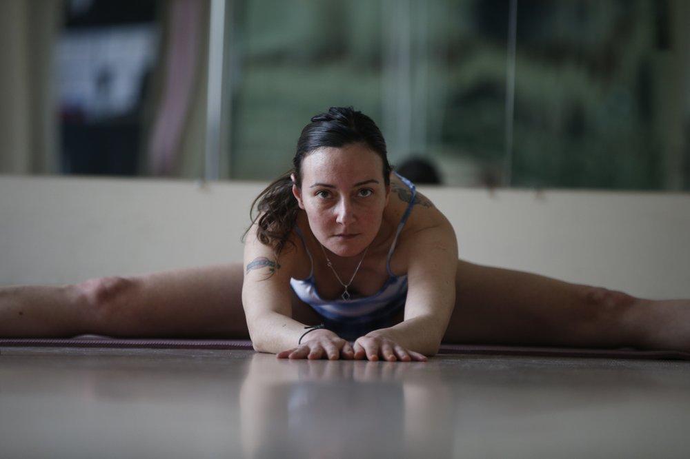 Turkish pole dance instructor turns online