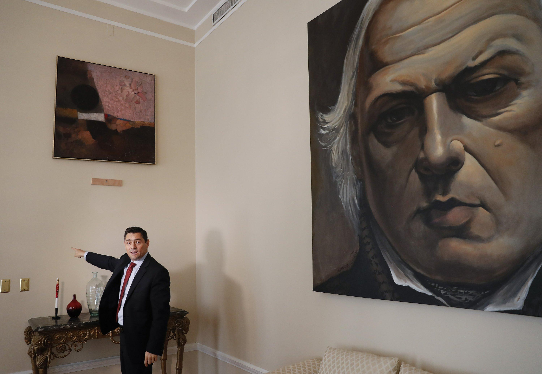 AP Exclusive: US helping Venezuela's Guaido track stolen art