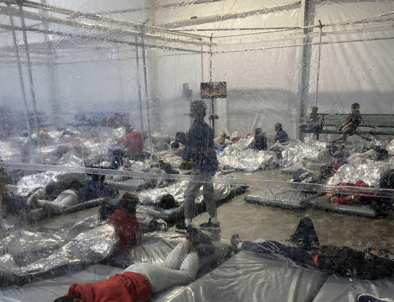 Photos of migrant detention highlight Biden's border secrecy – Associated Press