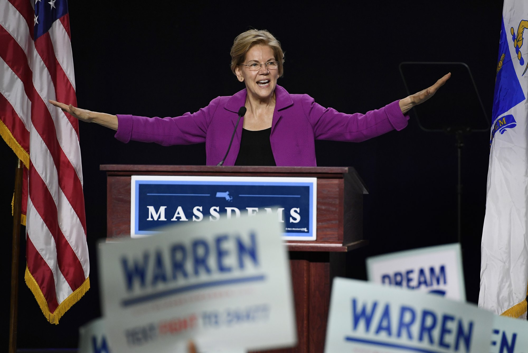 Warren promises state Democrats she'll focus on the issues