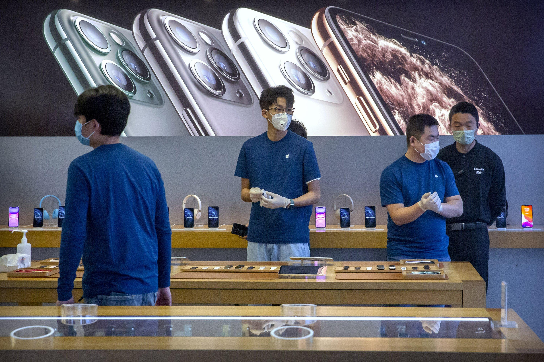 Apple warns China virus will cut iPhone production, sales thumbnail