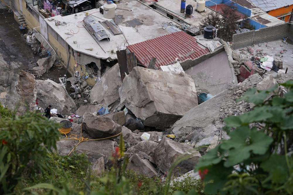 At Least One Person Dead, 10 Missing in Landslide Near Mexico City