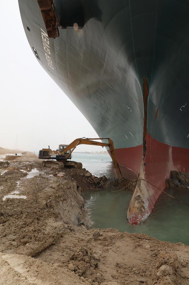 How did this giant, skyscraper-sized ship block the Suez Canal?