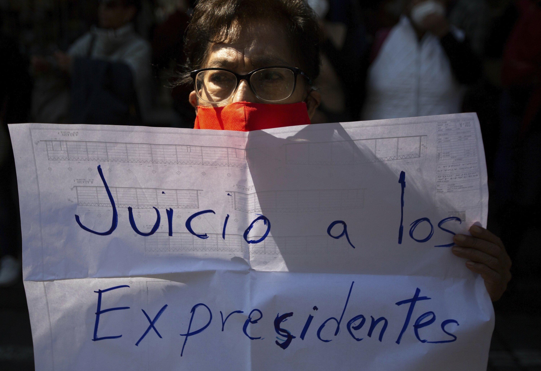 Corte mexicana avala consulta sobre juicios a expresidentes