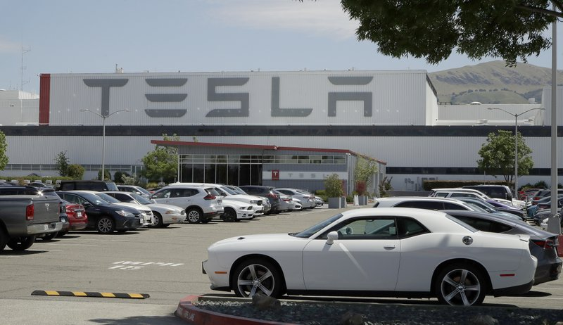 Tesla CEO Musk Restarts California Factory Amid Lockdown