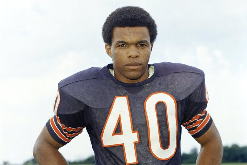NFL Hall of Fame running back Gale Sayers dies at 77