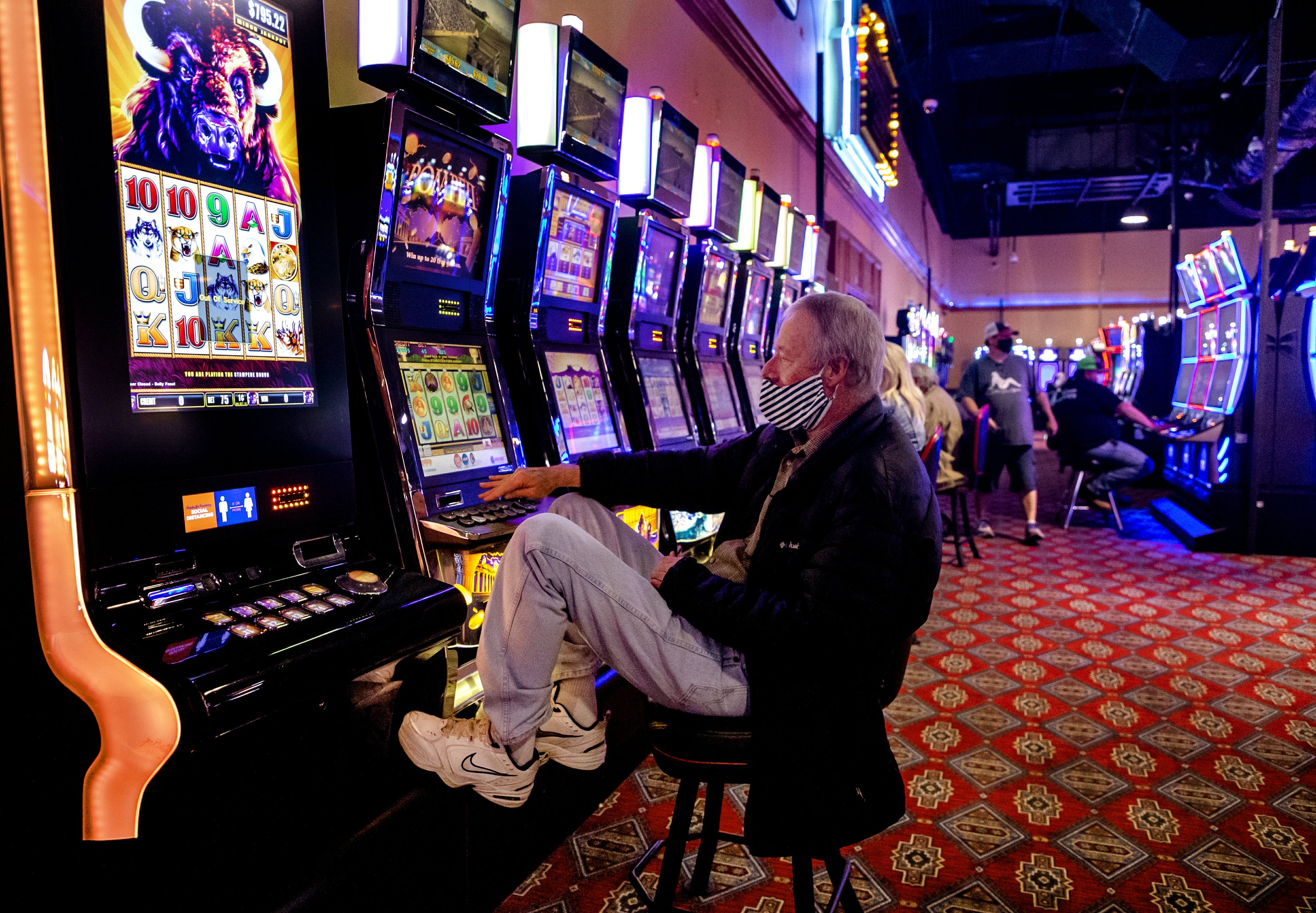 100s line up as some Oklahoma casinos reopen despite virus