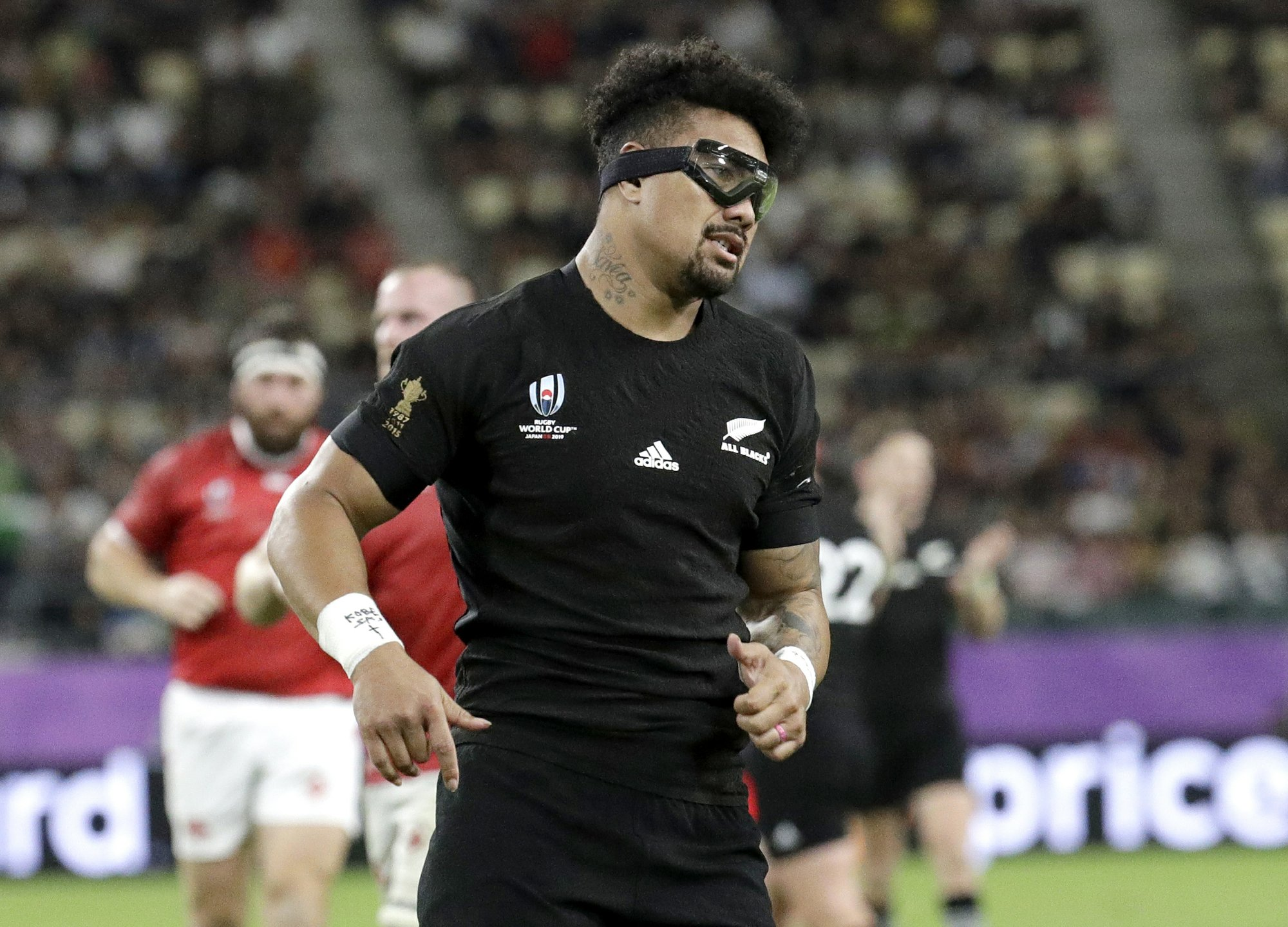 All Blacks' Savea having issues with goggles but persisting