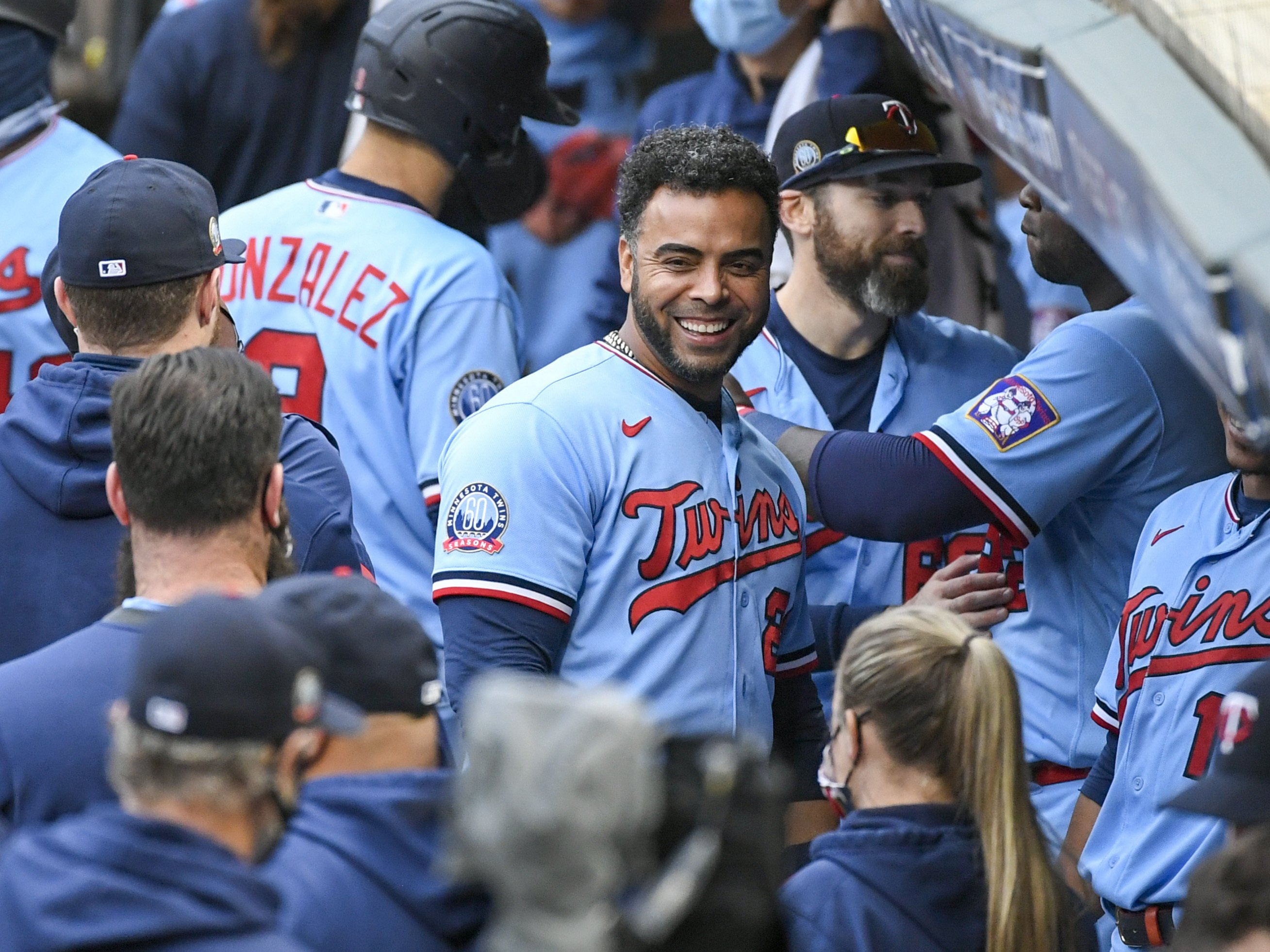 AP sources: Twins bring back DH Cruz, add Colome to bullpen