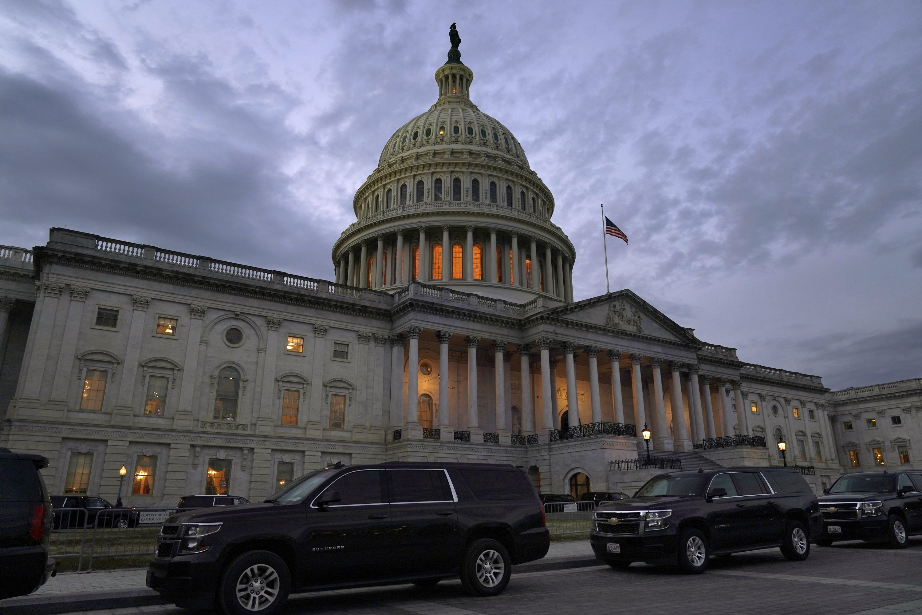 $900B COVID relief bill passed by Congress, sent to Trump