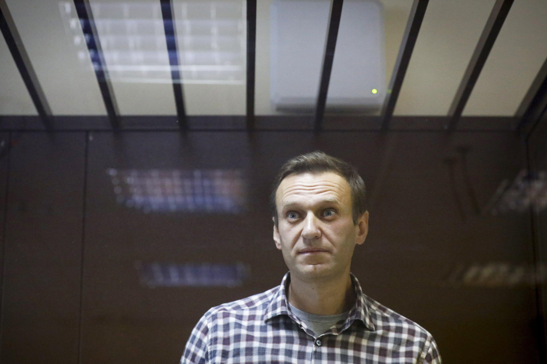 Hungry Navalny to go to prison hospital