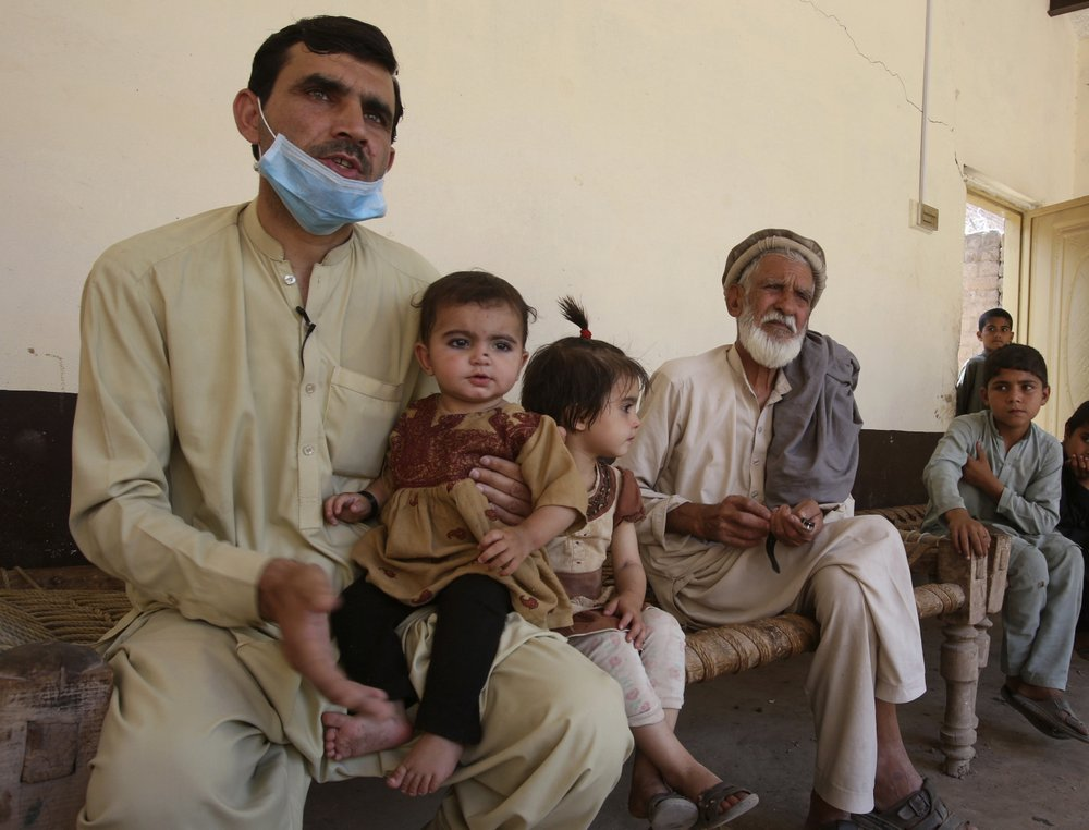 Plagued by militants, Pakistanis face the rising effects of coronavirus pandemic plague